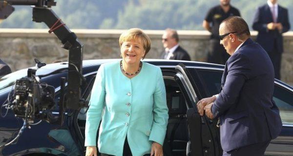 Nach dem Referendum in Italien: Merkel bedauert Renzis Rückzug