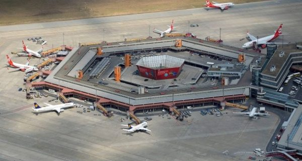 Aus für Berlin-Tegel?: Dobrindt pocht weiter auf Prüfung des Flughafenbetriebes