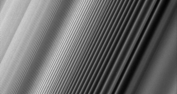 Cassini-Mission: Grazile Staubmuster zum Abschied