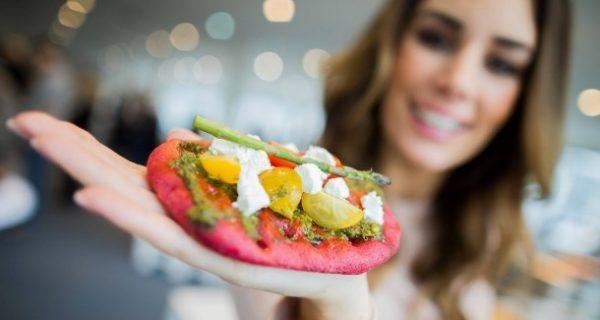 Ernährungsmesse eröffnet: Grillenfrikadellen und Acai-Beeren-Müsli