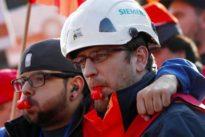 Freiwillige vor: Die Gräben bei Siemens werden immer tiefer