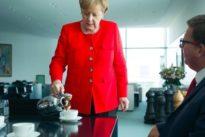 Gute Gastgeberin?: Warum Angela Merkel immer Kaffee ausschenkt