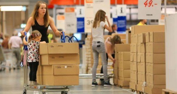 Schwangerschaftstest bei Ikea: Möbelgigant lässt Frauen auf Anzeige pinkeln