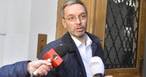 """Herbert Kickl: Österreichs Innenminister will Flüchtlinge """"konzentriert"""" unterbringen"""