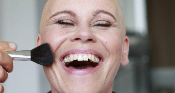 Kosmetik für Krebspatientinnen: Was ein wenig Farbe im Gesicht bewirkt