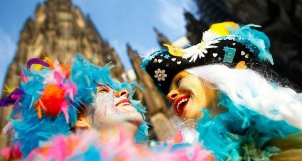Weiberfastnacht: Karneval im Sonnenschein, aber nicht ohne Diskussionen