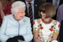 Überraschungsgast: Queen stattet Londoner Fashion Week Besuch ab