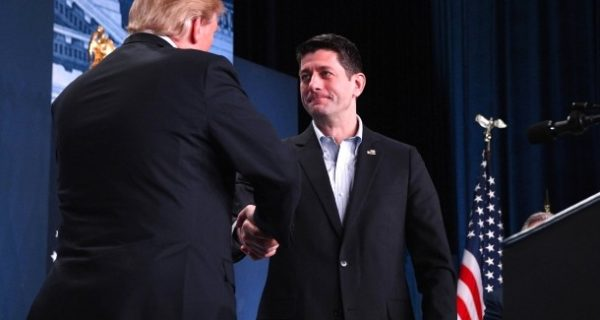 Schlecht durchdachter Tweet: Paul Ryan lobt Steuerplus von 1,50 Dollar