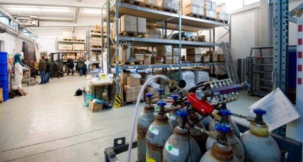 Tierseuchen-Schutz in Hessen: Diagnostik-Koffer, Schutzkleidung, Fahrzeugschleusen