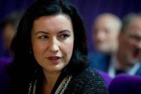 Digitalisierung: Dorothee Bär will den Schulranzen abschaffen