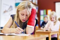 Verletzungen bei Schülern: Viel Sport und viel Stress sind gefährlich