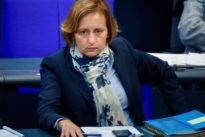 Islamfeindliche Tweets: CSU fordert von Storch zu Rückgabe von Bundestagsmandat auf