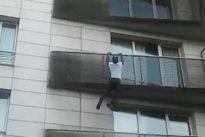"""Kind stürzte fast von Balkon: Macron empfängt """"Spiderman"""" aus Mali nach Rettung von Vierjährigem"""