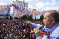 Wegen Hitler-Vergleichs: Erdogan-Anhänger bedrohen französisches Magazin