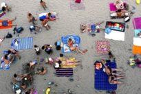 Ausharren am Strand: Wo kommt der Sand jetzt überall her?