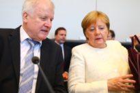 Nicht abgesprochen: Merkel und Seehofer sprechen über Brexit-Brief