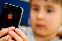 Gefährlicher Medienkonsum?: Oberlandesgericht erlaubt Kind Nutzung von Smartphone