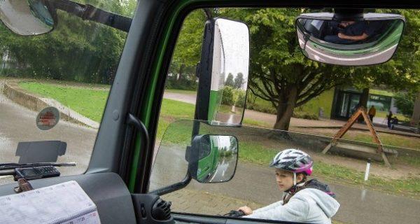 Abbiegeassistenten: Wie lässt sich die Todesgefahr durch abbiegende Lastwagen eindämmen?