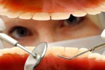 Mundpflege für Senioren: Wenn der Zahnarzt an die Tür klopft