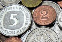 Vermeintliches Falschgeld: Rentnerin will mit D-Mark einkaufen gehen