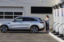 Zu Hause kann es ewig dauern: So schnell können Elektroautos laden