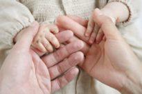 Auftraggeber einer kommerziellen Leihmutter dürfen Eltern sein