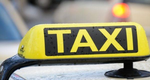 Frau und Tochter gerettet: Taxifahrer bemerkt Wohnhausbrand und organisiert Rettung