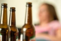 Suchtmittelforschung: Wie Alkohol unser Gehirn austrickst