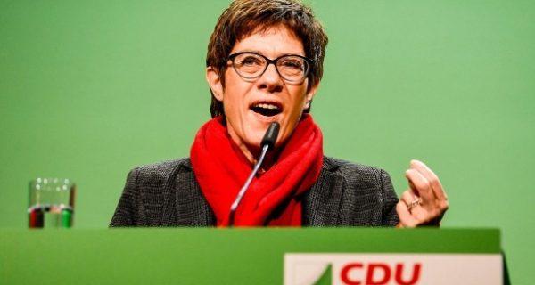 Kampf um CDU-Vorsitz: Kramp-Karrenbauer für harte Migrationspolitik