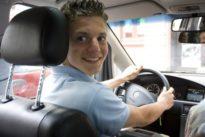 Autoversicherungen: Junge Fahrer zahlen drauf