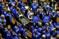 Staatsverschuldung: Italiens Regierung gewinnt Vertrauensabstimmung über Haushalt