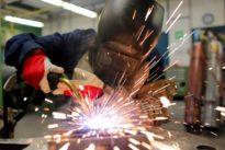 Beschäftigung in Deutschland: Mehr Erwerbstätige erledigen weniger Arbeit