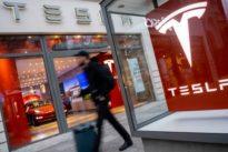 Elektroautos: Tesla macht Autos teurer, um Läden zu behalten