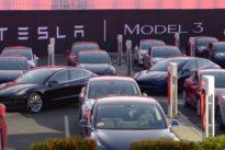 Frisches Geld : Tesla kündigt weitere Milliarden-Anleihe an