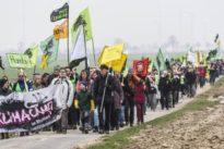 """Dorfbewohner gegen Aktivisten: """"Nun maßen sie sich an, uns zu retten."""""""