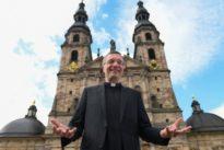 Mehr als 1000 Gäste im Dom: Riesenandrang bei Amtseinführung des neuen Fuldaer Bischofs
