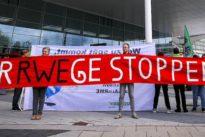 """Aktivisten auf RWE-Versammlung: """"Sie hier im Saal machen die Klimakatastrophe möglich"""""""
