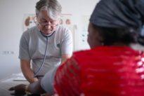 Unversicherte Patienten: Durch das Gesundheitssystem gefallen