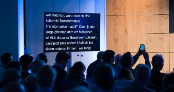Software Eve: Text an der Wand von Geisterhand