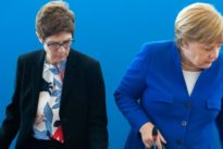 Kramp-Karrenbauer: CDU-Chefin: Keine vorzeitige Ablösung Merkels