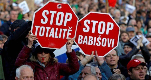 Krise in Tschechien: Einer flog übers Storchennest