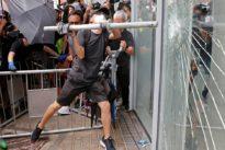 Hongkong: Demonstranten wollen Regierungssitz stürmen
