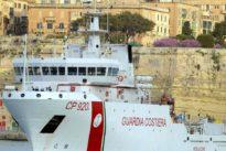 Trotz Verbots durch Salvini: Rettungsschiff mit 130 Migranten legt auf Sizilien an
