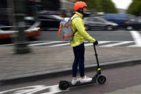 Wegen Unfallgefahr: Polizei-Gewerkschaft: E-Rollerfahrer sollten Helme tragen