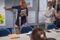 """Netzwerken für die Karriere: """"Männer sammeln Machtpunkte, Frauen Informationen"""""""