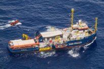 Sea-Watch 3 in Lampedusa: Riskantes Anlegemanöver lässt Stimmung kippen