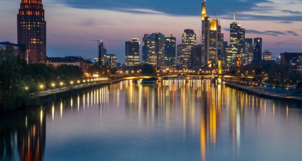Umfrage: Deutsche Finanzbranche rechnet mit hartem Brexit