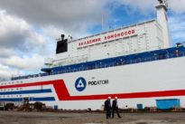 Russland: Atomkraftwerk vor Anker
