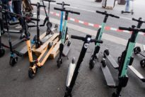 Verkehrswende: Rollermikado auf dem Bürgersteig