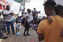 """""""Ocean Viking"""": Italien lässt wieder aus Seenot gerettete Migranten an Land"""